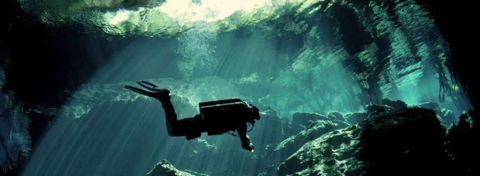 What makes cenotes dives really special?
